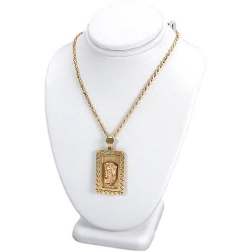 white necklace bust chain display